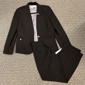 Tahari suit size 10 p